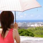 日傘で紫外線対策するのに一番効果的な色や差し方とは?
