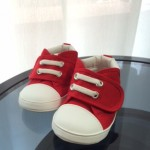 赤ちゃんが初めて履く靴の選び方とは?どこで買う?買い替えの目安は?